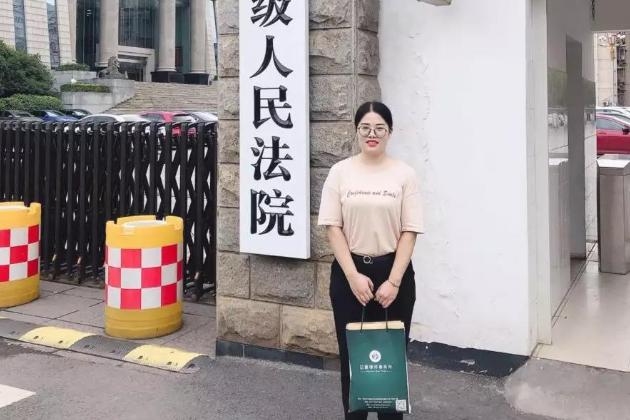 孙龙艳(实习)律师前往湖南省高级人民法院递交王某劳动争议纠纷立案材料。
