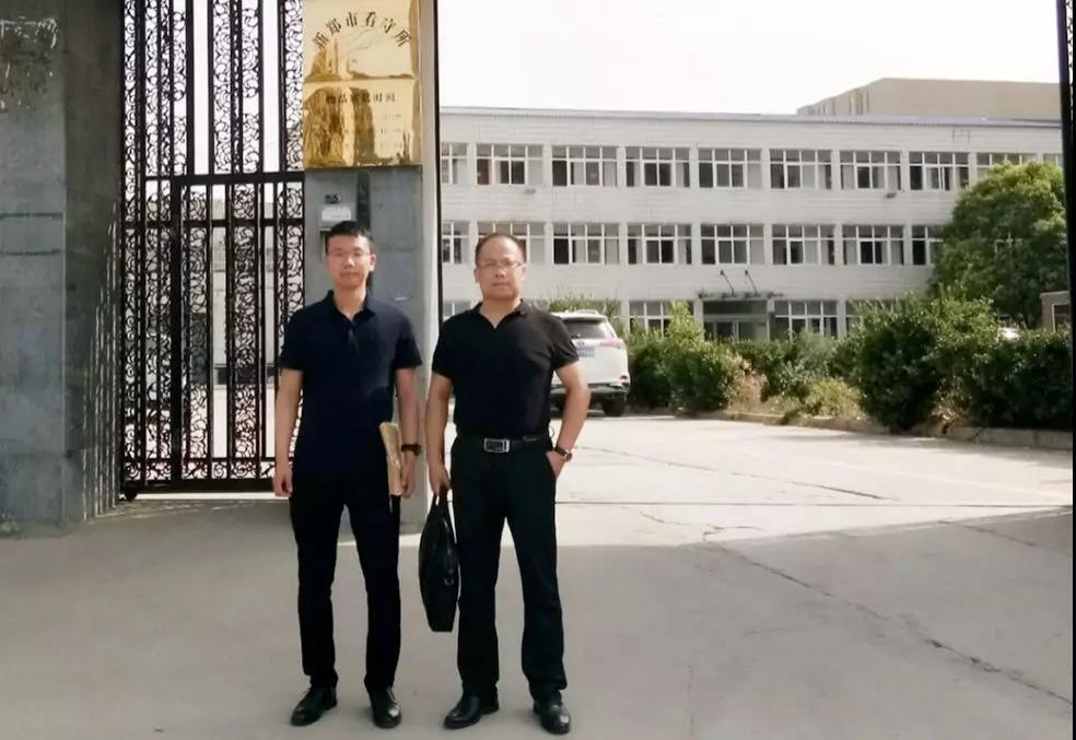 2019年6月2号,李峰律师、王含庆律师前往新郑市看守所会见涉嫌寻衅滋事罪的荆某。