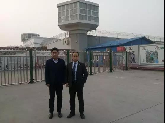 2019年2月22日,李峰律师、杜心泉律师(实习)前往河南省第一监狱会见袁某某,为其提供法律援助,代理申诉。