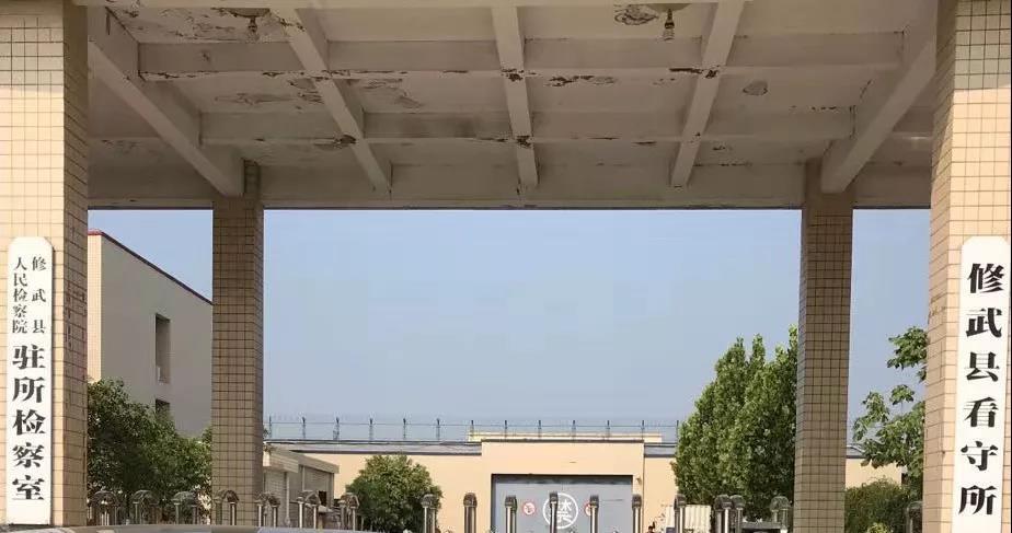 李晓东律师前往修武县看守所会见涉嫌寻衅滋事罪、故意毁坏财物罪的赵某,并到法院与法官沟通庭后辩护意见。