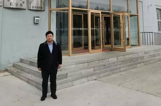 2019年3月29日,李晓东律师前往齐齐哈尔看守所会见涉嫌贩毒罪的嫌疑人马某,并递交侦查阶段的委托手续,与办案民警沟通律师意见。