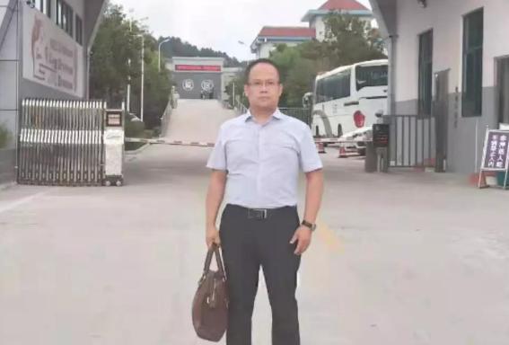 李峰律师到信阳市看守所会见强迫交易,敲诈勒索,非法拘禁的左某。