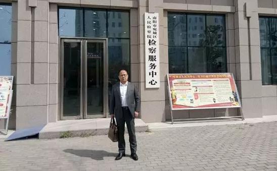 2019年3月28日,李峰律师到南阳市宛城区检察院提交潘某诈骗案不批捕律师意见书。