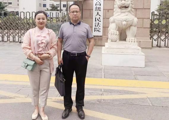 李峰律师,赵鸣雪(实习)律师前往河南省高级人民法院,为袁某某故意杀人申诉案件,调取相关卷宗材料。