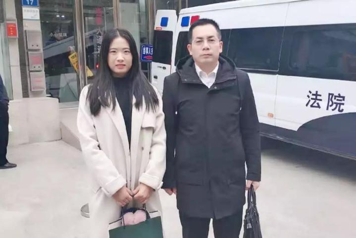 郭耀东律师、王智慧(实习)律师在中原区人民法院就黄某诈骗案开庭。