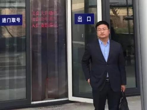 2019年3月18日,李晓东律师、杜心泉律师(实习)前往北京市海淀区看守所会见涉嫌非法吸收公众存款罪的郑某,与之交流目前的侦查状态,再一次告知其诉讼权利。