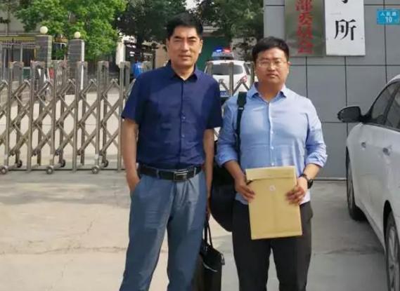 李晓东律师、杜心泉实习律师前往长垣县看守所会见涉嫌寻衅滋事罪的程某。