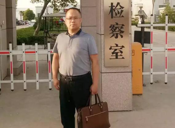 李峰律师前往周口市看守所会见涉嫌侵犯公民个人信息罪的姜某。