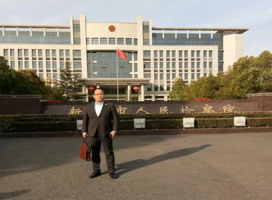 11月21日李峰律师前往新郑市人民检察院提交石某某案件不批捕律师意见书
