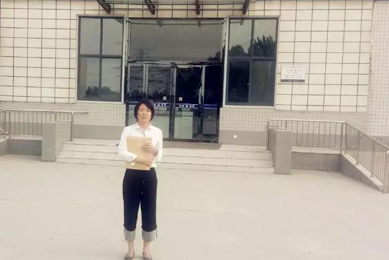 刘娅静律师到郑州市第三看守所会见涉嫌抢劫罪的刘某。