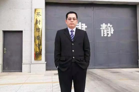 我所郭耀东律师前往开封市看守所会见谭海龙,核对有关证据,进行相关辅导,讲解实体法、程序法规定,帮助分析利害关系。