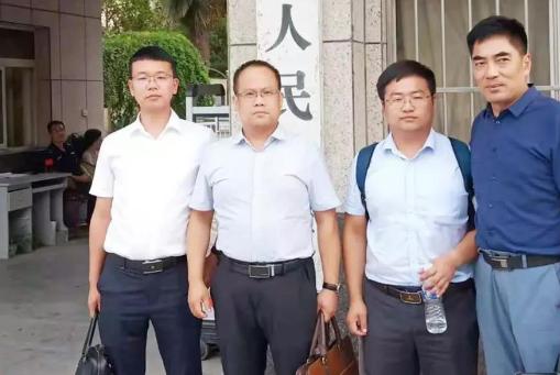 李峰律师,李晓东律师,王含庆律师,杜心泉(实习)律师,在修武县人民法院为赵金中等被告人出庭辩护。