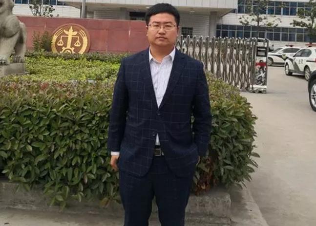 2019年5月8日下午,李晓东律师前往固始县人民法院递交王某强迫交易案的律师手续、领取起诉书,并与法官初步接触。