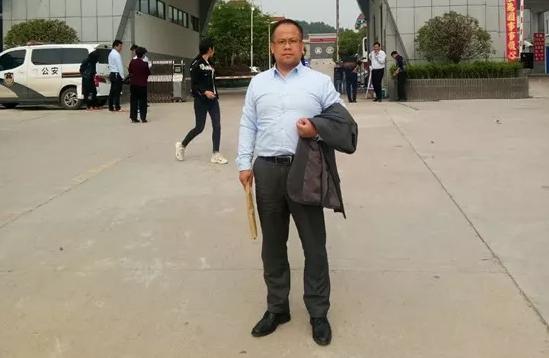 2019年4月30日下午,李峰律师前往信阳市看守所会见涉嫌诈骗罪的黄某。