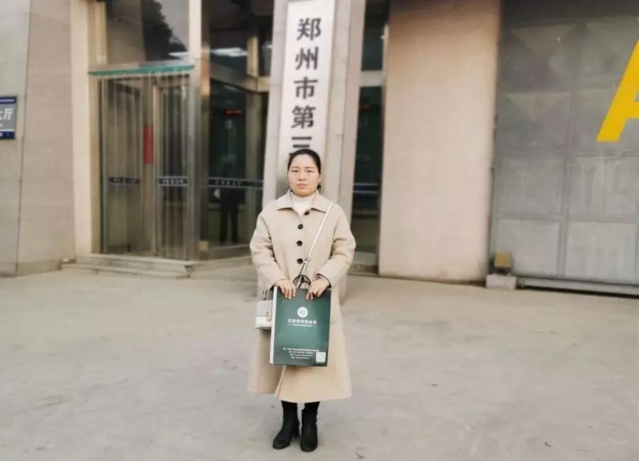 蔡学亮律师、刘书芳实习律师前往郑州市第三看守所会见涉嫌容留、介绍卖淫罪的王某某。