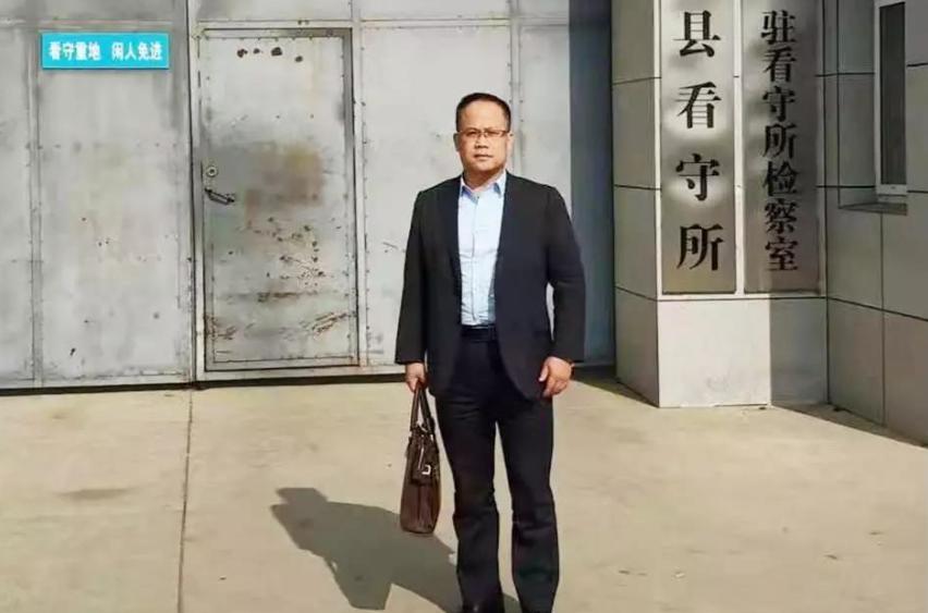 李峰律师到罗县县看守所会见涉嫌寻衅滋事的王某,沟通案件进展。