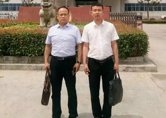 李峰律师、王含庆律师到固始法院参加苗某非法采矿案件开庭。