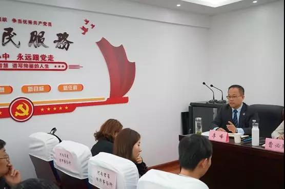2019年4月12日上午九点,河南见素律师事务所主任李峰参加并主持了中原区司法局、律工委组织召开的中原区律师事务所惩戒工作培训及座谈会。