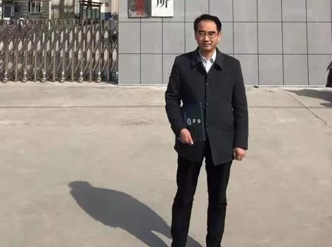 2019年3月8日上午,黄昌军律师、杜心泉律师(实习)二人在长垣县看守所会见涉嫌开设赌场罪、寻衅滋事罪嫌疑人刘某某,为明天的庭前会议作准备。