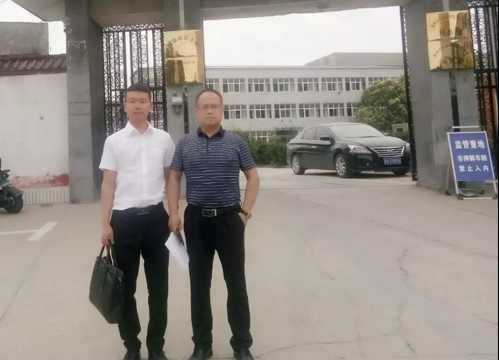 李峰律师、王含庆律师前往新郑市看守所会见涉嫌寻衅滋事罪的荆某。