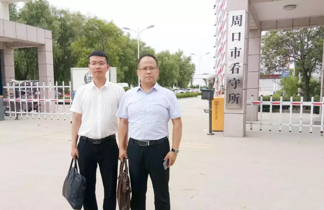 李峰、王含庆律师到周口市看守所会见涉嫌侵犯公民个人信息罪的姜某。